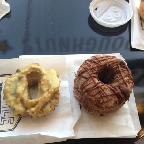 l'Cronut and l'cake donut.